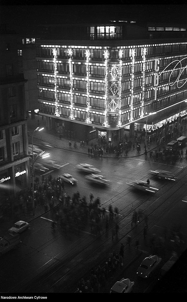 Miasto neon�w i... parking�w. Warszawa p� wieku temu