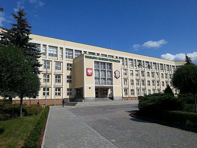 WAT: Kilkuset podchor��ych wci�� zamkni�tych w akademiku
