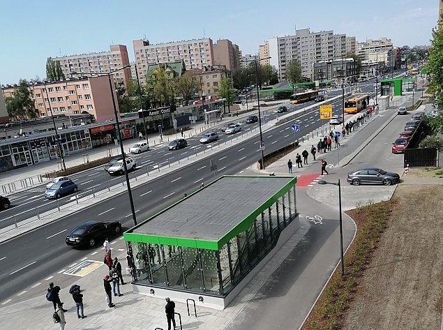 """""""Wielki kryzys"""" w Warszawie. Rosn� kolejki po pomoc spo�eczn�"""