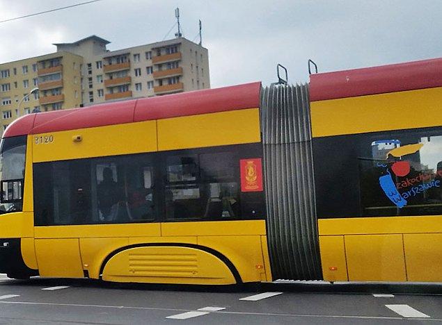 """W autobusach i tramwajach znów t³oczno. Pasa¿er: """"Ten limit to absurd"""""""