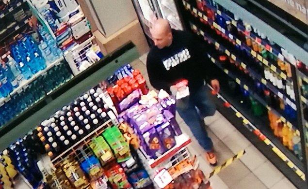 Rabunek w sklepie przy Al. Reymonta. Okradziono klienta