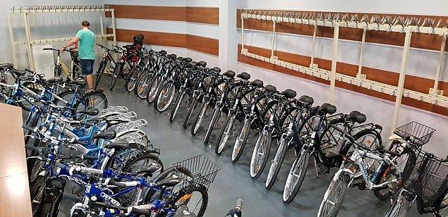 """Startuje wypo�yczalnia rower�w miejskich. """"Prosimy o noszenie maseczek"""""""