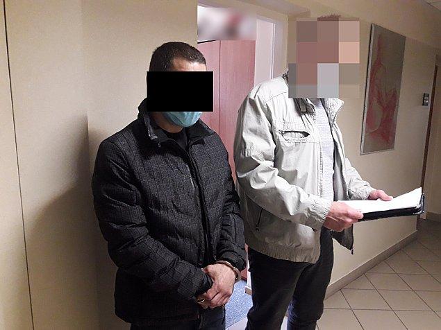 Policja w mieszkaniu na Chmielnej. Wyszed� z wi�zienia, pobi� by�� partnerk�