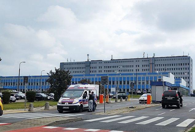 Szpital odm�wi� przyj�cia pacjentki. Zmar�a w karetce