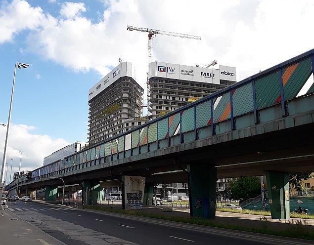 Przy trasie S8 ro�nie olbrzym. Gigant od JW Construction