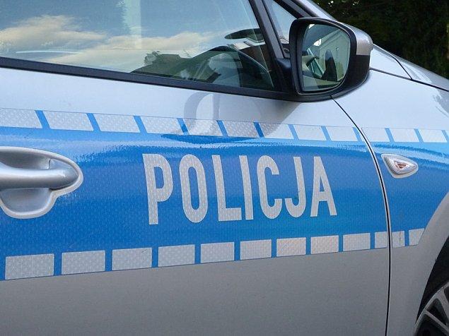Kierowca potr�ci� policjant�w. Strza�y i po�cig na S8
