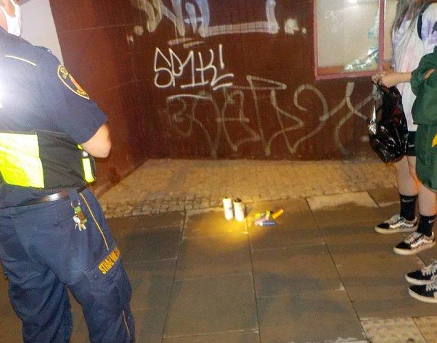 Nastolatki zniszczyły elewację. Zapłacą za usunięcie graffiti