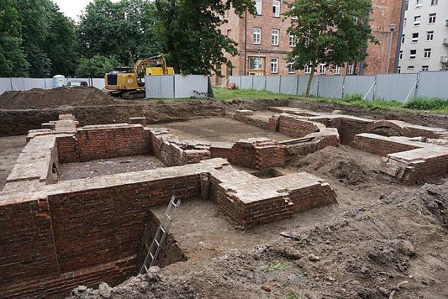 Niezwyk�e odkrycie w Warszawie. Znale�li pozosta�o�ci ko�cio�a