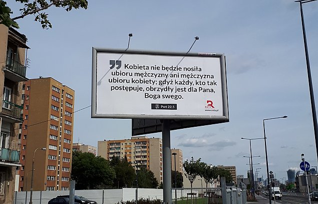 """""""Kobieta nie bêdzie nosi³a ubioru mê¿czyzny"""". Nowe billboardy w Warszawie"""