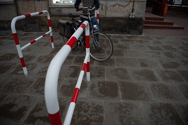 Kto nie lubi rowerzystów? Droga z Targówka zablokowana
