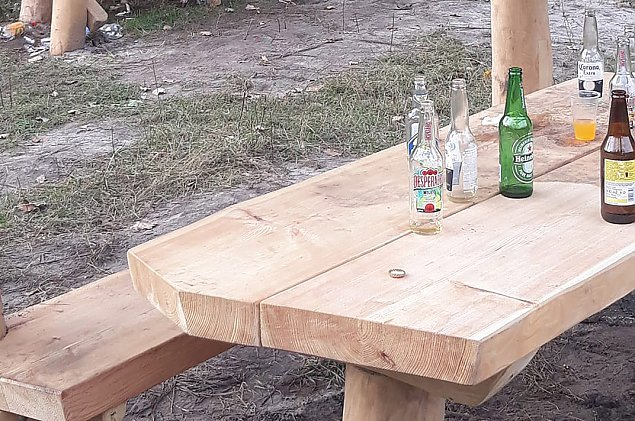 """""""Co za chlew"""". Imprezowali w Lesie Bródnowskim"""