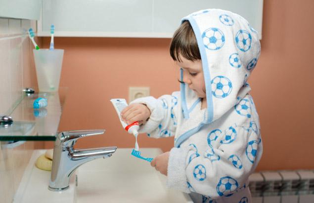Dlaczego dzieci nie myj± zêbów w przedszkolach? Absurdalne zalecenia