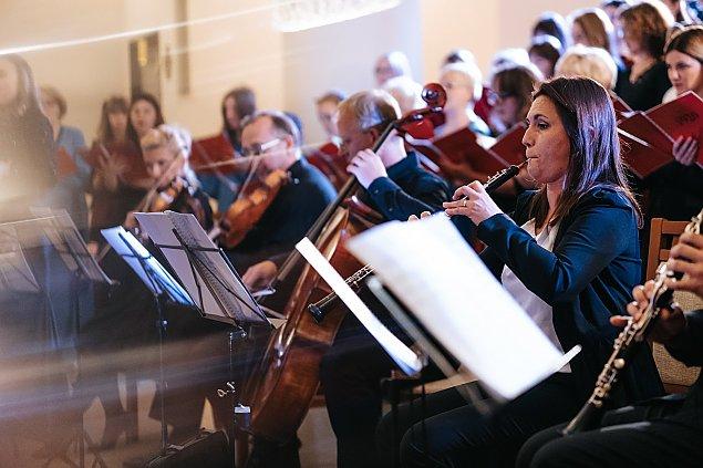 Filharmonicy na Tarchominie. Muzyka w czerwonej strefie