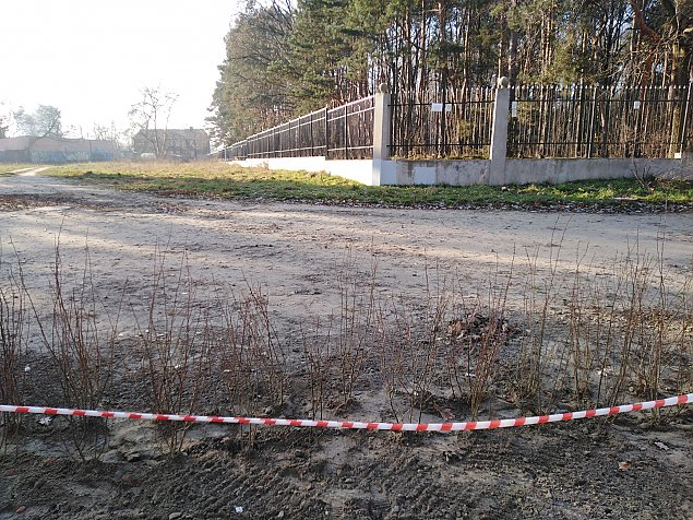 Grodz± hektar przy cmentarzu ¿ydowskim. Odkryto liczne groby