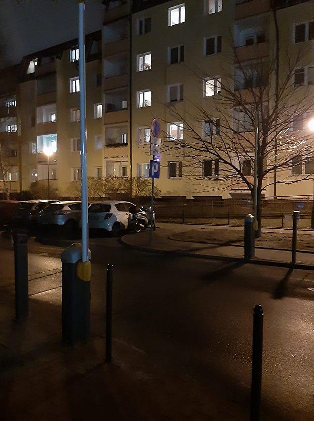 """Spó³dzielnia zamyka ulicê Zgrupowania AK """"¯mija"""" szlabanami. Chodzi o kasê?"""