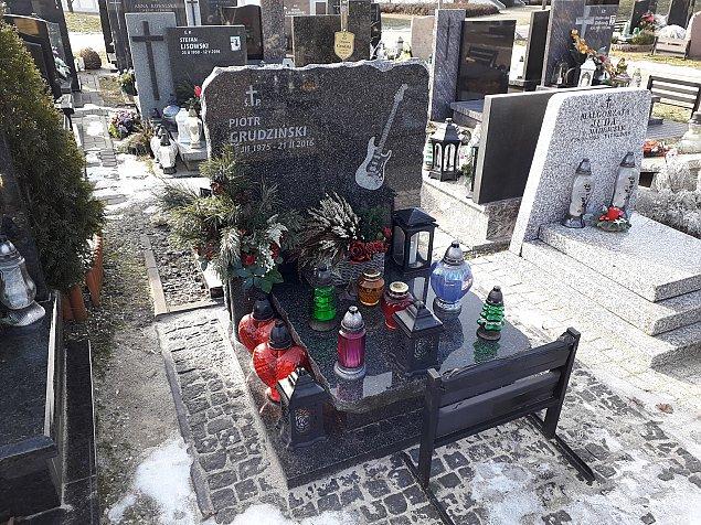 Z wizyt± na Wólce. Co warto zobaczyæ na cmentarzu Pó³nocnym?
