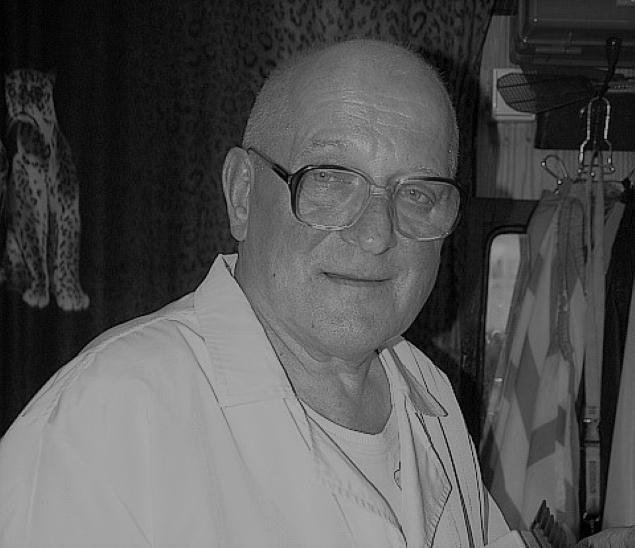 Zmar³ fryzjer Stefan Baryga. Strzyg³ Dymszê i Karewicza