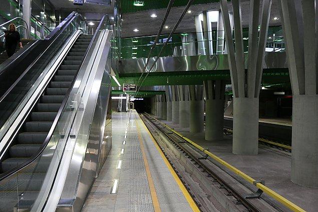 """""""Metro za miliardy wolniejsze ni¿ tramwaj"""". Trzecia linia to pomy³ka"""