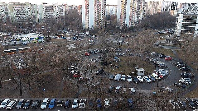 Awantura przy Nerudy. Spó³dzielnia likwiduje parking spo³eczny