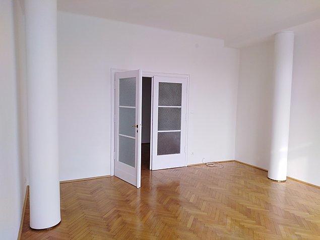 Mieszkanie komunalne jak z filmu. Trafi do rodziny wielodzietnej