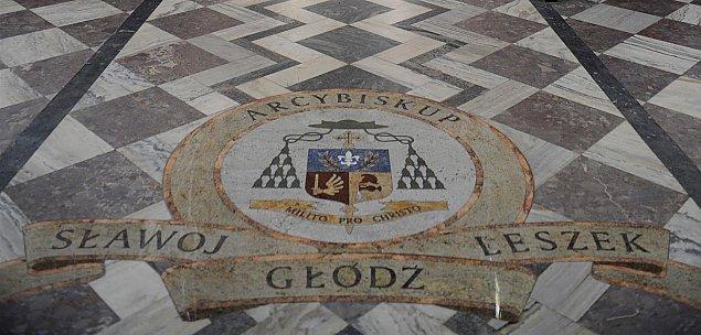 Arcybiskup G³ód¼ straci honorowe obywatelstwo. Co z herbem w katedrze?