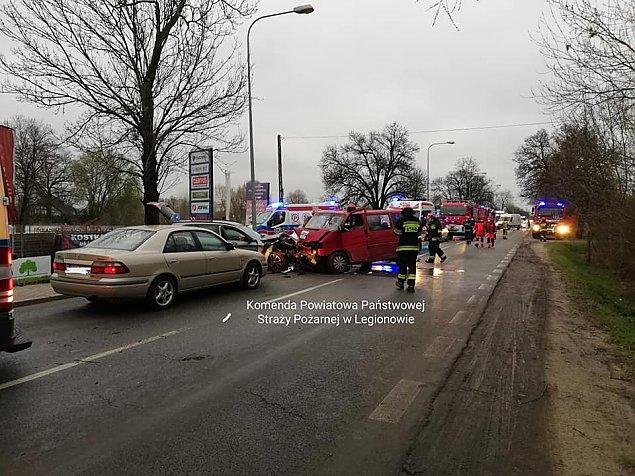 Zderzenie busa z osobówk± na P³ochociñskiej. Sze¶æ osób w szpitalu