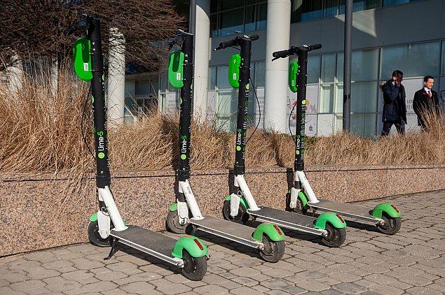 Elektryczn± hulajnog± po drodze rowerowej. Nowe prawo wchodzi w ¿ycie