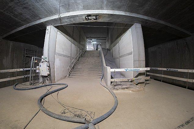 Budowa metra na Bródnie. Ju¿ montuj± torowisko
