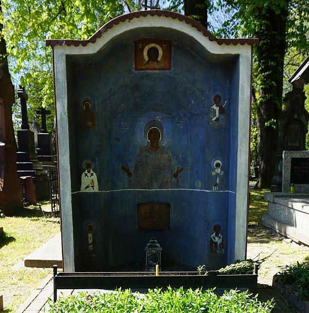Najciekawszy grób w Warszawie? Powsta³ w czasach Gierka