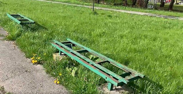 £awki w parku Szymañskiego strasz± od lat. Kiedy ich wymiana?