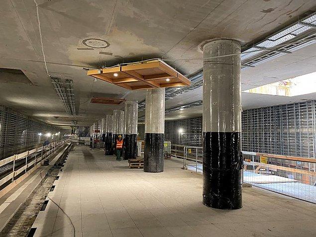 Cypryjski metal na Ulrychowie. Przymierzaj± wystrój stacji metra
