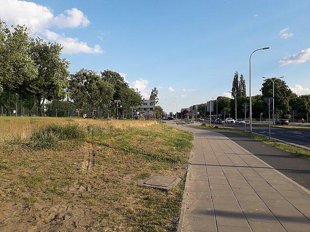 """Park kieszonkowy przy metrze Wawrzyszew? """"Odsapn±æ w cieniu drzew"""""""
