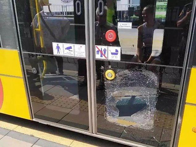 """""""Agresywna pasa¿erka"""" na Kole. Wybi³a szybê w tramwaju"""