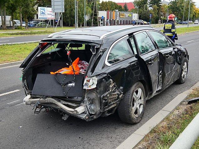 Wypadek na Po³czyñskiej. Samochód skosi³ barierki