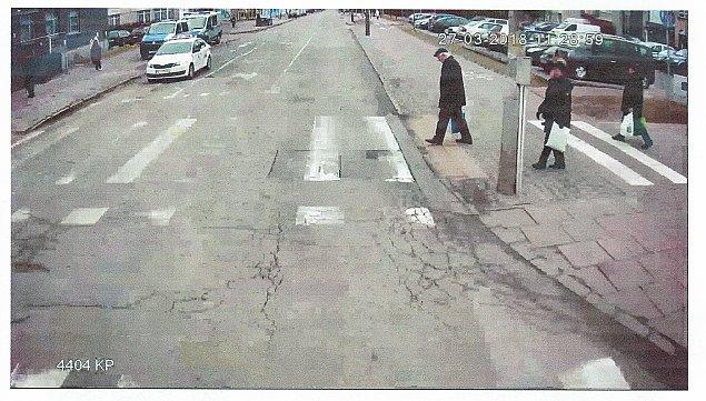 """""""Wtargn±³"""" na przej¶cie dla pieszych. Policja szuka tego mê¿czyzny"""