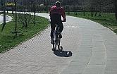 Czytelniczka: Dlaczego rowerzy�ci wol� chodnik od �cie�ki?