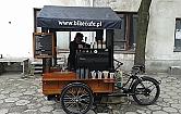 Kawiarnia na k�kach przyby�a na Wol�