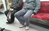 Panowie w rozkroku - plaga komunikacji miejskiej