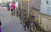 Trudna sztuka ustawiania stojak�w rowerowych