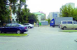 Parking trzech w³a¶cicieli