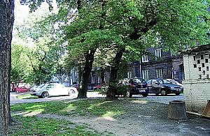 Podwórko - darmowy parking