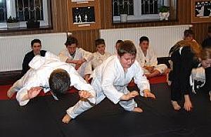 Egzamin ju-jitsu w Klubie Kultury Zast�w
