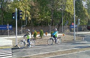 Dwa ronda i �wiat�a - zbuduj� miasteczko ruchu drogowego