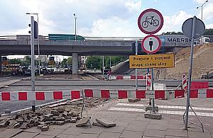 Przej�cie przez plac budowy? Piesi i rowery - won!