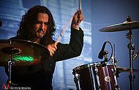 Krystian Kwa�ny - perkusista z p�dzlem w r�ce