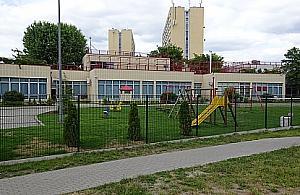 Plac zabaw na Szegedy�skiej popo�udniami zamkni�ty