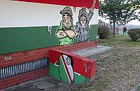 Sp�dzielnia zamaluje symbol Waffen-SS