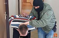 """Niebezpiecznie na ulicach Wawra. """"W bia�y dzie� pobi� mnie i ukrad� kluczyki"""""""