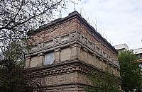 Niesamowity budynek na Jelonkach