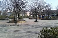 Plac Kasztela�ski odda� dzieciom czy doros�ym?